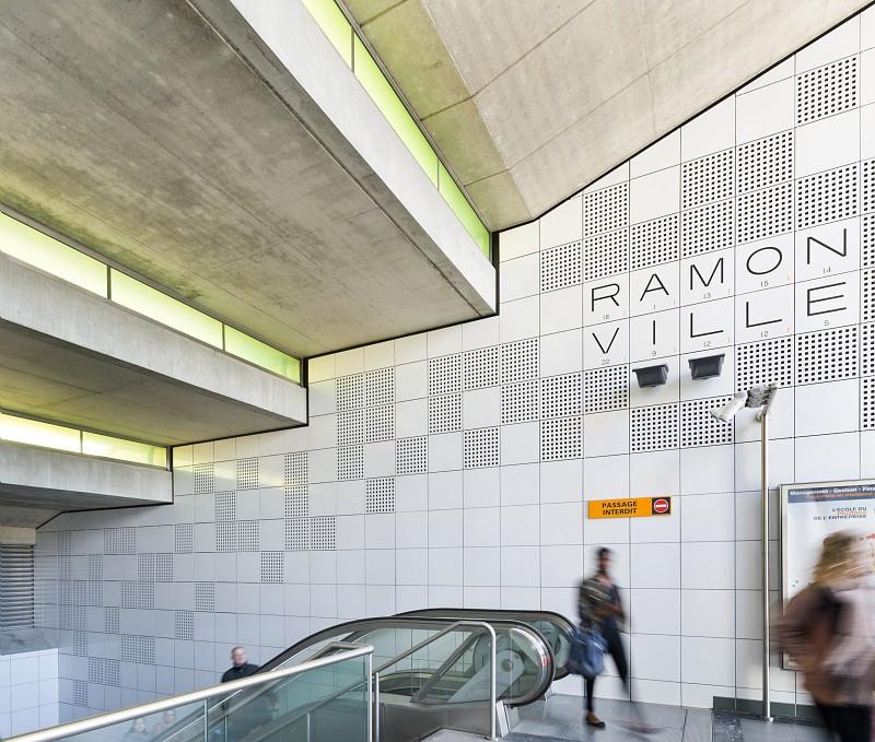 Transports en commun metro Crédit Saada Schneider